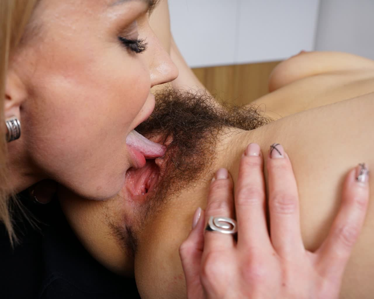 Horn mad ugly gammer Miranda gives a solid blowjob for sperm